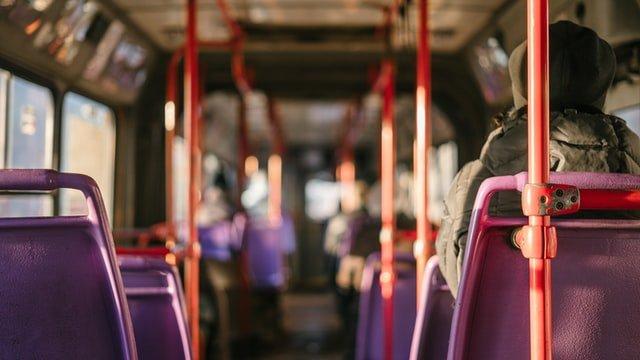 Puste miejsca w komunikacji miejskiej z powodu pandemii