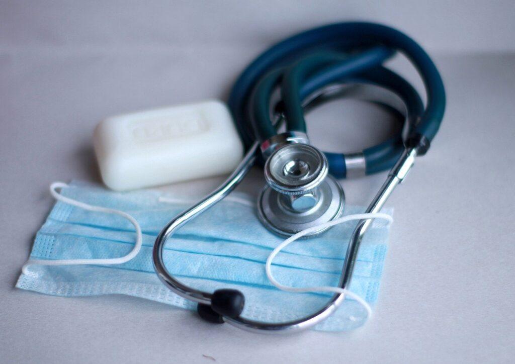 Kwarantanna ogranicza dostęp do opieki medycznej
